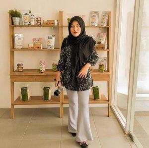 Hari ini akhirnya aku bisa main ke clinicnya @lighthouse_indo di Surabaya. Banyak banget program penurunan berat badan yang ditawarkan oleh mereka. Dan semua ditangani oleh tenaga ahli dibidangnya, baik dari dokternya, ahli gizi dan juga terapistnya. Seperti yang kita tahu obesitas memiliki banyak sekali penyakit turunan kalau kita tidak aware dengan hal ini, itu dapat membahayakan tubuh kita juga. Nah buat mentemen yang pengen nurunin berat badan karena ingin jauh lebih sehat, yuukk #DimulaiDariNiat dan kalian bisa kunjungi clinic @lighthouse_indo di Jl. WS Supratman No.55 Surabaya 🥰 #slimbacksurabayan..#clozetteid #clozette #ramadhanmakeup #makeupraya #makeupbukber #sbybeautyblogger #influencer #beautyblogger #beautybloggerid #훈녀 #훈남 #팔로우 #선팔 #맛팔 #좋아요 #셀카#셀피 #셀스타그램 #얼스타그램 #일상 #일상그램 #influencersurabaya #bloggerperempuan #altheaangels