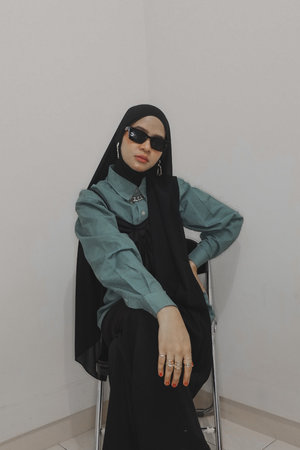 Hello, my name is dinda. I'm super enthusiast with beauty and fashion. So, here i am. Hopefully we can share all about beauty and fashion here🙌🏼