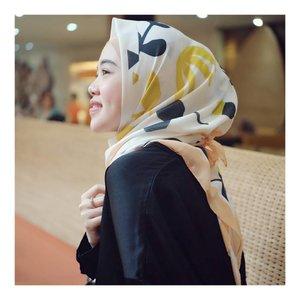 Lovely Scarf from @selembarscarf 💛 nuhun teh @kavitarezi 😘 #larasatiiputristyle #hijabstyle #clozetteid #clozetteambassador #selembaroftheday
