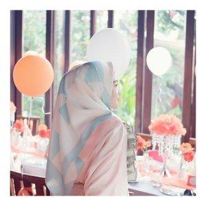 Scarf by @mybroochscarf nuhun teeeh @asrimybrooch 😘😘😘 #larasatiiputristyle #hijabstyle #hijabdaily #clozetteid #clozetteambassador . . 📷 @diana_dnc 😘