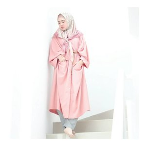 """"""" Good Things Happen in your life when your surround your self with positive people """" ..Wearing pink Abaya from @kimi_indonesia #larasatiiputristyle #ootd #hijabstyle #hijabdaily #clozetteid #clozetteambassador"""