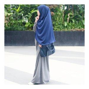 💙💙💙💙💙 . . Wearing Dress from @zulfahijabfun  Khimar from @hijabvalleyid  #larasatiiputristyle #hijabstyle #hijabdaily #syari #clozetteid #clozetteambassador