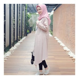 Pink Blush 🌸 . . Wearing Top from @karaindonesia_official  Dity Square Scarf from @rashawl Thank you 🙏💜 #larasatiiputristyle #ootd #hijabstyle #clozetteid #clozetteambassador
