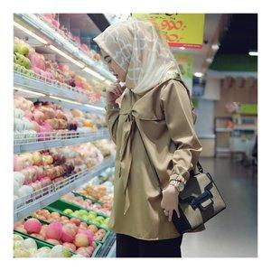 Groceries 🍌🍎🍏🍊🍅..Wearing Top from @indayani_boutique Scarf @radwah_scarf_syari @radwah Thank You 💛#larasatiiputristyle #ootd #hijabstyle #hijabdaily #clozetteid #clozetteambassador