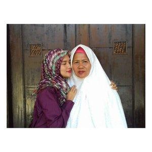 Ibu semoga kau selalu diberi kebahagiaan, diberi kesehatan dan umur yang panjang. Kau malaikat tanpa sayapku 😘😚❤ Selamat hari IBU untuk seluruh wanita yang sedang berjuang agar menjadi seorang ibu dan yang sudah benar2 menjadi ibu 💕#happymothersday #hariibu2018 #hariibu #ibuhebat #mothersday #motherday2018 #hijaberbeautybvlogger #hijabersbeautybvlogger #clozette #clozetteid