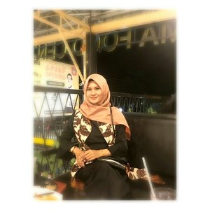 #ootdhijab #ootdhijabindo #ootdfashion #hijabfashion #hijabku #hijabstyle #hestistyle #clozetteid #clozette
