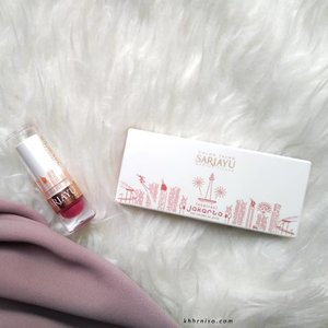 Seneng banget saat dapet produk @sariayu_mt Color Trend 2018 inspirasi Jakarta dari Sariayu X @beautiesquad . Seperti namanya, produk dengan Inspirasi Jakarta ini punya warna-warna yang menggambarkan kota Jakarta yang berani dan vibrant..Bukan cuma dua produk ini, Sariayu mengeluarkan 2 eyeshadow kit, 7 matte metallic lipstick dan 7 matte lipcream. Yang bikin menarik lagi adalah produk Sariayu Color Trend 2018 ini mengandung ekstrak kersen yang tinggi vitamin C dan E yang juga tinggi antioksidan. Yuk baca review lengkapnya di www.khhrnisa.com~.#Beautiesquad #BeautiesquadReview #beautyploration #SariayuColorTrend2018 #RollYourNatural #BeautiesquadxSariayu #ClozetteID