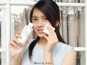 """Feb 27, 2018[MINI REVIEW]So, a week ago I got Benton Tea Tree Cleansing Water from @bentoncosmetic for a review purpose (thank you for the opportunity! ❤️).[DISCLAIMER : even it is a sponsored product, I will always give you an honest review].FYI, Benton is a Korean Beauty Brand. Lately, Benton launched a new product, and it's Tea Tree Cleansing Water ! And I was like OMG TEA TREE MA LOVE ! ❤️ I always excited to try Tea Tree products because it's always suits my skin (no breaks out or something) hihi 😍.What I love about this product is = it can cleanse my face (foundation, eye makeup, and lipstick). I need 1~2 cotton pads for light make up, and like 3~4 cotton pads for bold make up.But, I should tell you this, I can feel a lil' bit """"sting"""" sensation (feels like hot or something ?) when I use it on my face, especially at my acne, cheeks and around my nose. But it doesn't make me breaks out, and I feel like my acne """"calmed down"""" a lil' bit. I can smell the """"tea tree leaf"""", and it kinda refreshing :D It doesn't make my skin dry, and it's not sticky at all ! ❤️.I just lovin' how clean and fresh my face, after using Benton Tea Tree Cleansing Water. Aaaa my new favorite ! Glad that I got a chance to try this hihi..But, I can't tell you more about the result because I just used it for a week, but maybe I'll update this later and tell you how good is it hihi. .The review will up on my blog too tomorrow (still need an update tho). So stay tune ! ❤️#benton #bentoncosmetic #teatreecleansingwater #BENTONteatreecleansingwater #cleansingwater #teatree #kbeauty #koreanskincare #naturalcosmetic #clozetteid"""