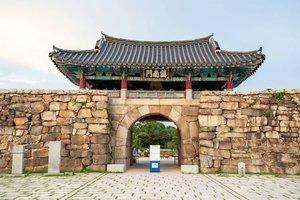 .Pagi-pagi wisata virtual dulu yuk di Haemieupseong Fortress (서산 해미읍성) seru ya kalau bisa naik sepeda disini. Nah, dibalik megahnya benteng ini ternyata ada sejarah kelam loh tentang genosida 1000 orang di periode Joseon. Psst, tenang saja kalau kalian mau berkunjung kesini selain wisata sejarah juga bisa menikmati pemandangan alam yang indah.  #VisitKorea later #ourheartsarealwaysopen 🌿 .Where : 143, Nammun 2-ro, Seosan-si, Chungcheongnam-do.#timetravel #summer #historicalsite #visitkorea #seoul #akudankorea #kekoreaaja #ktoid #wowkoreasupporters #summerinkorea #workwithhappy #playwithhappy #neverstopplaying #dearbeautylove #clozetteid #loveyourself #speakyourself #neverafraid #changedestiny #daretobedifferent #ajourneytowonderland #like4like #august #2020
