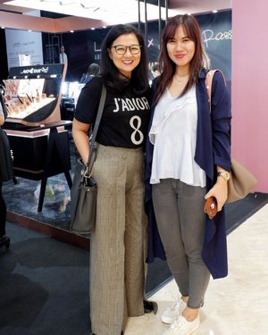 Today's event with Herworld Indonesia and Laxme, meet up with my fav editor in chief @shanticawarman 💐 . #laxmexanggierassly #byebyebadbrows #marbleousbrows #stylingtrendsetters #hwevent #timetravel #youdeservetobehappy  #workwithhappy #playwithhappy #neverstopplaying #dearbeautylove #clozetteid #zilingoid #lookbookindonesia #ootd #popbelaootd #changedestiny #daretobedifferent #borntolead #ajourneytowonderland #like4like #december #2018