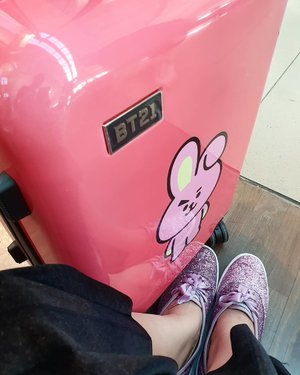 . I'm so fine, you so fine All of the sadness and scars Became an old memory now So let's smile and let go . #timetravel #wheninkorea #wheninseoul #iseoulu #bts #bt21 #bt21universe #cooky #linefriends #ktoid #akudankorea #autumn #youdeservetobehappy #workwithhappy #playwithhappy #neverstopplaying #dearbeautylove #clozetteid #zilingoid #neverafraid #changedestiny #loveyourself #speakyourself #daretobedifferent #borntolead #ajourneytowonderland #november #2019