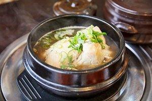 .Annyeong pagi-pagi kangen banget makan Samgyetang atau yang biasa disebutsup ayam ginseng yang sangat bergizi. Sup ini disiapkan dengan menggunakan ayam muda yang diisi dengan nasi, jujube, bawang putih, jahe, ginseng, dan bumbu lainnya.  Bahan-bahan tersebut kemudian direbus bersama dan disajikan dalam kuah kaldu yang nikmat, neomu masisseo 🤤.#VisitKorea #ourheartsarealwaysopen #travelkorea #gyeonggido #timetravel #chuseok #koreanfood #samgyetang #seoul #akudankorea #kekoreaaja #ktoid #wowkoreasupporters #summerinkorea #workwithhappy #playwithhappy #neverstopplaying #dearbeautylove #clozetteid #loveyourself #speakyourself #neverafraid #changedestiny #daretobedifferent #ajourneytowonderland #like4like #september #2020
