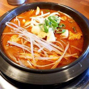 ". Musim dingin di korea, musim hujan di Indonesia enak nya makan yang berkuah dan spicy, kangen banget waktu itu makan spicy korean chicken soup di Hongdae dan tempatnya pas banget di depan nya Blackpink House ""okay, me in your area !"" . Something spicy and healthy, why not? . #timetravel #koreanstreetfood #hongdae #spicyfood #visitseoul #akudankorea #kekoreaaja #ktoid #wowkoreasupporters #winterinkorea #workwithhappy #playwithhappy #neverstopplaying #dearbeautylove #clozetteid #zilingoid #foodies #foodporn #foodphotography #foodgasm #loveyourself #speakyourself #neverafraid #changedestiny #daretobedifferent #borntolead #ajourneytowonderland #like4like #february #2020"