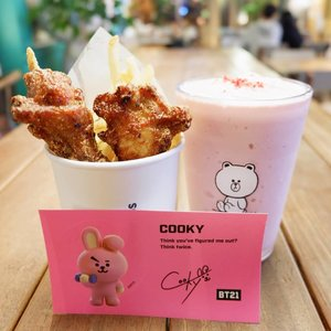 .Setelah keliling beberapa banyak line store akhirnya dapat cooky card :*.#timetravel #wheninkorea #wheninseoul #iseoulu #bts #bt21 #bt21universe #cooky #linefriends #ktoid #akudankorea #autumn #youdeservetobehappy #workwithhappy #playwithhappy #neverstopplaying #dearbeautylove #clozetteid #zilingoid #neverafraid #changedestiny #loveyourself #speakyourself #daretobedifferent #borntolead #ajourneytowonderland #november #2019