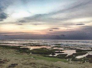 Bebaskan aku dari hal yang tak bisa membuat aku terpejam sedetikpun, hilangkan beratnya langkah dan pundakku untuk bertahan walau bagaimanapun.#timetravel #landscape #nature #sea #ocean #sunrise #badung #kerobokan #bali #standbyme #workwithhappy #playwithhappy #neverstopplaying #dearbeautylove #clozetteid #zilingoid #lookbookindonesia #fujifilmxa3 #changedestiny #daretobedifferent #borntolead #ajourneytowonderland #like4like #september #2018