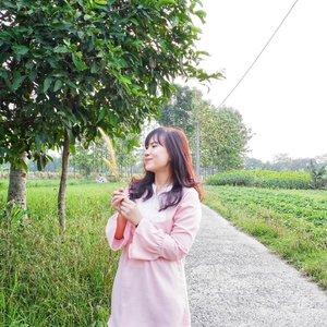 The other side 🌾 . 📷 @mariyah_suryawan  #timetravel #idulfitri #1439H #pink #foodie #foodgasm #foodporn #foodlover #workwithhappy #playwithhappy #neverstopplaying #youxcottonink #dearbeautylove #clozetteid #zilingoid #lookbookindonesia #ootd #popbelaootd #changedestiny #daretobedifferent #borntolead #ajourneytowonderland #like4like #june #2018