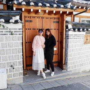 Liburan rasa reunian masa kuliah, ngga ada marah-marah yang ada ketawa-ketawa sampai gila karena banyaknya kejadian yang bikin kita nostalgia. yeay! one of my buckets list dream come true this year . #timetravel #wheninkorea #seoul #bukchon #bukchonhanokvillage #akudankorea #kekoreaaja #iseoulu #autumn #fallinkorea #youdeservetobehappy #holiday #shortescape #travelmatestories #workwithhappy #playwithhappy #neverstopplaying #dearbeautylove #clozetteid #zilingoid #lookbookindonesia #ootd #popbelaootd #changedestiny #daretobedifferent #borntolead #ajourneytowonderland #like4like #october #2018