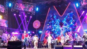.Day 2 : Dangdut is the music of my country, yes one of genres music which make everyone's feel happy too.Keseruan hari ini mulai dari dangdutan sambil hujan rintik-rintik, experience 360 photobooth, seru-seruan di mini stage @langitmusik @telkomsel sambil karaoke @chonkysar sampai ngabisin point buat dapat BMW lol, Oh My GIG festival thank you semoga tahun depan bawa BTS ke Jakarta ya biar makin disayang user 💜.#timetravel #ohmygigabytes #thesouloftomorrow #telkomsel #youdeservetobehappy #workwithhappy #playwithhappy #neverstopplaying #dearbeautylove #clozetteid #zilingoid #neverafraid #changedestiny #loveyourself #speakyourself #daretobedifferent #borntolead #ajourneytowonderland #december #2019