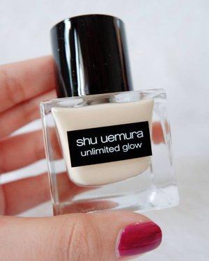 .Masih bahas seputar foundie, nah ini juga yang paling banyak di cari loh @shuuemura Unlimited Glow Breathable Care-In Foundation untuk kulit yang cenderung kering dan hasil nya glowing juga long lasting finishing. Jujur waktu awal tahu produk ini masih bingung karena sama-sama unlimited, tapi setelah review dan tester akhirnya tahu mana yang cocok di kulit aku, by the way shades favorit nya 764 :).#timetravel #shuuemura #shuuemurafoundation #beautyreview #beautymakeup #beauty #workwithhappy #neverafraid #showyourstyle #playwithhappy #neverstopplaying #dearbeautylove #ootd #clozetteid #loveyourself #speakyourself #neverafraid #changedestiny #daretobedifferent #ajourneytowonderland #withgalaxy #january #2021
