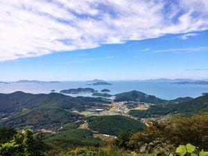 . Menikmati Indah nya pegunungan Mireuksan di Musim Panas salah satu liburan yang menyehatkan, Gunung Mireuksan ini merupakan salah satu dari 100 gunung terbaik di Korea dengan pemandangan laut Tongyeong yang disebelah nya terdapat pulau Mireukdo #SaveAjaDulu nanti kita kesana lagi :) . Where : 115, Bongsudolsaem-gil, Tongyeong-si, Gyeongsangnam-do . #timetravel #summer #mountain #akudankorea #kekoreaaja #ktoid #wowkoreasupporters #summerinkorea #workwithhappy #playwithhappy #neverstopplaying #dearbeautylove #clozetteid #zilingoid #foodies #foodporn #foodphotography #foodgasm #loveyourself #speakyourself #neverafraid #changedestiny #daretobedifferent #ajourneytowonderland #like4like #june #2020
