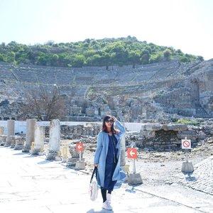 .Bukan reruntuhan candi tapi Hierapolis di Pamukkale yang ternyata jadi tempat shooting Gladiator OMG ! Satu-satu nya tempat yang didatangi dengan cuaca hangat tapi tetap dibawah 10 degrees 🥶.📷 @nanangsoejatna#timetravel #wheninturkey #middleeast #hierapolis #pamukkale kale #ankara #konya #landscape #sky #middleeast #europe #winter #playwithhappy #neverstopplaying #dearbeautylove #ootd #clozetteid #loveyourself #speakyourself #neverafraid #changedestiny #daretobedifferent #ajourneytowonderland #withgalaxy #april #2021