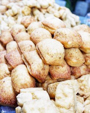 Pertama kali ke Pasar Rakyat pemberhentian pertama langsung tertuju padamu 😂 . #wheninjogja #timetravel #holiday #explorejogja #jajananpasar #beringharjo #beringharjomarket #culinary #indonesiacuisine #foodie #foodgasm #foodporn #foodlover #streetfood #streetfoodjogja #workwithhappy #playwithhappy #playwithstyle #neverstopplaying #dearbeautylove #clozetteid #changedestiny #daretobedifferent #borntolead #ajourneytowonderland #like4like #december #2017