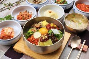 . Kalau kemarin udah bahas yang manis-manis sekarang bahas salah satu makanan khas Korea yaitu Bibimbap merupakan rice bowl khas Korea yang diberi topping sayuran, telur, daging dan disajikan dengan saus gochujang. Looks yummy yaa sudah tidak sabar untuk makan ini lagi :) . #timetravel #summer #akudankorea #kekoreaaja #ktoid #wowkoreasupporters #summerinkorea #workwithhappy #playwithhappy #neverstopplaying #dearbeautylove #clozetteid #zilingoid #foodies #foodporn #foodphotography #foodgasm #loveyourself #speakyourself #neverafraid #changedestiny #daretobedifferent #ajourneytowonderland #like4like #june #2020