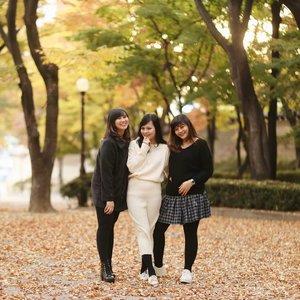 . Weekend minggu lalu masih keliling Seoul dan sekarang kembali ke aktivitas seperti biasa, faktanya memang benar disaat pikiran sudah jenuh dan tiada hari tanpa mengeluh kita butuh sedikit waktu untuk menjauh . Banyak waktu untuk berpikir lebih jernih, saling berbagi pengalaman dari mereka yang punya cerita lebih. Melakukan semua hal yang diinginkan hmm saking banyaknya masih belum terselesaikan, mungkin tandanya harus balik lagi kan :) . 👭 @chaliesti @anna_arshaka 📷 @rufusazarya #timetravel #youdeservetobehappy #ktoid  #akudankorea #wheninkorea #coex #workwithhappy #playwithhappy #neverstopplaying #dearbeautylove #clozetteid #zilingoid #neverafraid #changedestiny #daretobedifferent #borntolead #ajourneytowonderland #november #2019
