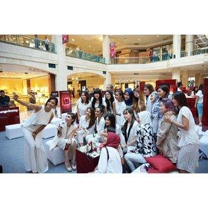 "And here clozetters from Blogger Party ""Big Eye Power"" yesterday! . . #starclozetter #clozetteid #bloggerparty #beautyblogger #lifestyleblogger #bloggerlife #indonesianfemalebloggers #SKII #RNAPower #BiggerlookingEyes"