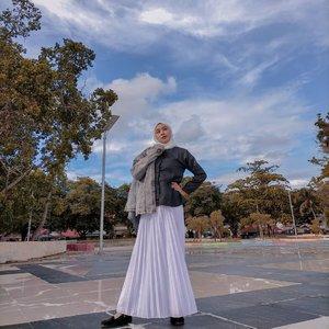 🌬️ Jaga Selagi ada, Hargai sebelum pergi. 🙃  H-7 #dirumahajadulu  #morningview  #goodmorning #morning #sunday  #ootdindo #ootdhijabindo  #lifestyles  #lfl💛️ #goodvibes✌  #hijabercommunity  #dailyoutfit  #lightroom #lightroompresets #clozetteid