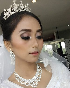 There's some good on this world and it's worth fighting for. ... Bridal makeup by : @wangbii ... ... ... #eyeshadow #makeup #eyebrow #beauty #selfie #makeup #makeuptutorial #makeuplover #makeupjunkie #makeuplife #makeupbyme #makeuplook #pink #pinkroses #pink #beautyblogger #beautyblog #beautyaddict #beautygram #beautymakeup #lfl #fff #indonesiangirls #indonesiangirl #indonesianbeauty #wedding #muawedding #makeupwedding #bridalmakeup #makeupnikahan #clozetteid