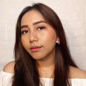 Selamat pagiii, selamat hari seniiinnnnn 👯👯 . . #indobeautysquad @indobeautysquad #bvloggerid @bvlogger.id #clozetteid @makeupfleekkk #setterspace @setterspace @itsmylookbook #beautiesquad @beautiesquad #indonesianbeautyblogger @beautybloggerindonesia #flawlessmakeup #beautywithnorules #cosmetics #face #highlighter #makeuptutorial #makeuplife #makeupartistworldwide #makeupgoals #makeuptips #makeupfun #makeupporn #mualife #featureme #makeupfeatures #beauty #makeupenthusiast #makeupaddict #makeuplook #makegirlz #wakeupandmakeup #indobeautygram #fff