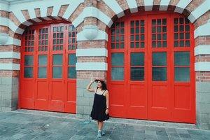 Cinta. Semakin ditahan kok ya semakin sayang? . . . . . . . . #gombal #eka_singapore #wheninsingapore #singapore #visitsingapore #followmetoo #clozetteid #ootdindo #ootd #travel #lifestyle  #Wanderlust #TravelBlogger#TravelAddict#welltravelled #ayojalanjalan  #passionpassport #bolang #jalanjalan #fujifilm_id #fujifilm #mytinyatlas
