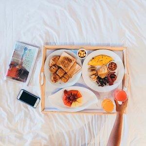 Tadi pagi sahur / sarapan apa? Senangnya nginep di @mercureancoljakarta sarapannya tuh delish banget dan banyak pilihan. Mau American, Continenatal atau Indonesian style semua tersedia. Mau buffet atau breakfast on bed ala princess juga bisa. Kamu suka yang mana?.#reviewbyeka #MercureAncol #MercureHotels #MercureConventionCenter #ancolbeach #feelwelcome #hotelreview #hotelreviewer #accorhotels #accorhotelsindonesia #accorhotelsid #accorindonesia