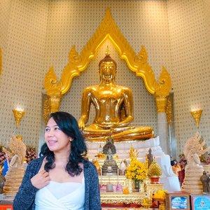 Liburan ke Bangkok enaknya kemana dan ngapain aja?.Menurut saya Bangkok adalah salah satu kota destinasi @wisatathailand paket lengkap. Shopping, wisata kuliner, temple hopping, semua bisa dijelajahi saat akhir pekan alias weekend tanpa harus mengambil cuti yang panjang dari kantor. Tentu saja, asal tahu itinerary jalan-jalan yang tepat..Intip itinerary jelajah Bangkok 4H3M di tulisan terbaru saya https://ceritaeka.com/2019/10/29/itinerary-liburan-bangkok-4-hari-3-malam/ (live link di bio) lengkap dengan rekomendasi waktu terbaik buat jalan-jalan ke sana, temple hopping, dan wisata belanja yang seru di mana aja..Kamu kalo ke Bangkok sukanya ke mana?