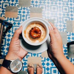 Cukup kopi saja yang pahit, hidupmu jangan. . Loving this Avogatto, bikin melek banget 😋☕️😻 . . . . . #cofeetime #cofeelover #coffeeforlife #avogato #giyanticoffee #infojakarta #coffeeshop #coffee #coffeetime #onmytable #thatsdarling #clozetteid #lifestyle #darlingmovement #darlingmoment #pursuepretty #petitejoys #flashesofdelight #thehappynow #nothingisordinary #livethelittlethings  #calledtobecreative #livecolorfully