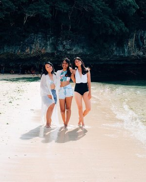 I miss the salty air on my hair and the sandy beach on my toes..I miss how warm the sun softly kissed my face and I miss you too girls @postcardchronicles @patriciarani93 ! 😍😍.#wheninbali #padangpadangbeach