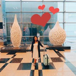 It's hard to say good bye karena Singapura itu selalu ngangenin. Selain karena bandaranya yang modern, state to the art, dan pilihan toko oleh-olehnya banyak, juga karena banyak spot-spot lucu buat foto kayak di Flora Inspiration ini. Love! Pokoknya #ChangiDiHati selalu..Ohiya, Menangin 2 tiket PP Jakarta-Korea dengan share foto dan cerita yang membuat @ChangiAirport di hati selalu dengan #ChangiDiHati di bit.ly/changidihati-es. Cuma sampai 30 Maret lho.......#reviewbyeka #changiairport #changiairportt3 #internationalairport #visitsingapore #singapore #wheninsingapore  #travelercantik #senengdolan #jalanjalanterus #ootd #neverstopexploring #liveauthentic #jalanjalan#Ootdindo #Wanderlust #TravelBlogger #TravelAddict#welltravelled #followmeto  #passionpassport #OpenMyWorld #clozetteid