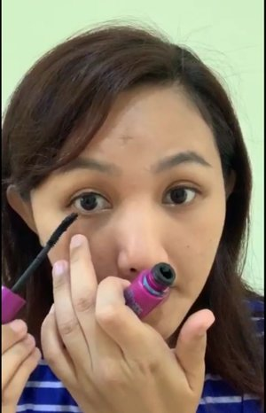 Produk yang aku gunakan : 💕 Rose Glow Spray @teratubeauty 💕 Sunscreen INNO LAB @innolab.co.kr 💕 Petal Velvet Powder @altheakorea 💕 Magic Eyebrow @everwhiteid ( dark brown ) 💕 Smart Eyeliner @everwhiteid 💕 The Falsies Volume Express @maybelline 💕 Lipcream @esqacosmetics ( Choco Red ) .  #clozetteid #makeup #tutorialmakeup #makeupdirumah #dirumahaja