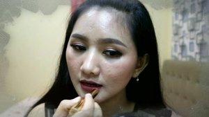 Ini dia teaser video makeup menggunakan produk dari @lakmemakeup yang kalian tunggu tunggu.. .  Penasaran sama full video nya? Yuk langsung ke channel youtubeku aja..^^ .  Link ada di bio ya..:D .  #clozetteid #makeup #makeupbeginner #makeuppemula #lakme #lakmemakeup @beautyjournal #BeautyJournalxLakme