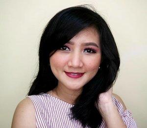 Sudah terlihat lebih bulat bukan??😂😂 .  Btw kalo pake lipstick merah begini kelihatan fresh banget yah..😍 .  #clozetteid #makeup #redlips #freshmakeup #simplemakeup
