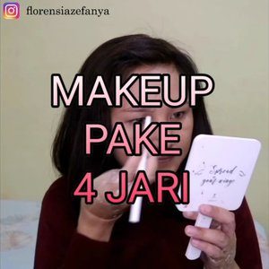 Makeup gak pake jempol ternyata susah juga yah, berasa tenanga hilang 30% 🤣🤣 .  Produk : 💞 Zoom in Mesh @superfacestudio ( Natural ) 💞 Loose Powder @everwhiteid ( natural ) 💞 Magic Eyebrow @everwhiteid ( Dark Brown ) 💞 Blue Ocean @handaiyanbeauty 💞 Contour @otocosmetics_id 💞 Single Eyeshadow ( Coklat ) @viva.cosmetics 💞 Moon Lit Highlighter @lakmemakeup 💞 Lem bulu mata Expert 💞 Make it last @milanicosmetics 💞 Melt Liquid Lip Cream @lakmemakeup .  #clozetteid #makeup #tutorialmakeup #challenge #makeupchallenge
