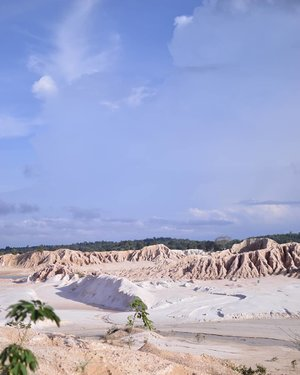 Another postcard from Bangka 🌋🌄 . . . . . #bloggerjogja #bloggerperempuan #nikon #nikonindonesia #nikontravel #explorebangka #explorebangkabelitung #bangkabelitung #traveling #indonesia #wonderfulindonesia #beautifulIndonesia #exploreindonesia #enjoybabelisland #Clozette #ClozetteID