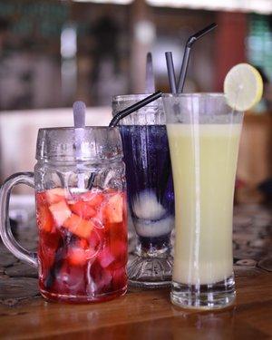 Yahh, udah diminum baru inget kalo warnanya bagus dan belum difoto.. gak cocok banget jadi #foodblogger 😅 habisnya seger banget sih woiii di kala panas2 gini��🥤 . . . . . #food #foodporn #foodgram #foodgramyk #foodphotography #jogjaculinary #blogger #bloggerjogja #bloggerperempuan #nikon #nikonindonesia #clozette #clozetteid