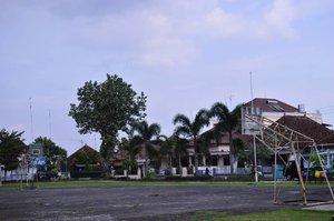 One fine day 🏀☁ . . . . . #lapanganbasket #hometown #magelang #basketballcourt #panorama #clozette #clozetteid