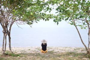 Mencoba untuk seimbang.. 🙏🙏🙏 Namaste 🍃🍃🍃 www.redowlicious.com . . . . . #bloggerjogja #bloggerperempuan #travelblogger #nikon #nikonindonesia #nikontravel #explorebangka #explorebangkabelitung #bangkabelitung #traveling #indonesia #wonderfulindonesia #beautifulIndonesia #exploreindonesia #enjoybabelisland #clozette #clozetteid
