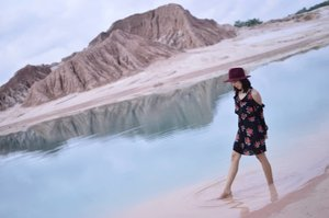 Main air di tengah gurun 😗😗😗🌊🌋🌅 . . . . . #blogger #bloggerjogja #bloggerperempuan #nikon #nikonindonesia #nikontravel #explorebangka #explorebangkabelitung #bangkabelitung #traveling #indonesia #wonderfulindonesia #beautifulIndonesia #exploreindonesia #enjoybabelisland #Clozette #ClozetteID