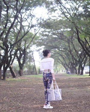 Yaaiiyyy.. it's Friday! Let's pack our stuffs and get adventurous! 🙌🏻🙌🏻🙌🏻 Well, this time I choose a coolest totebag from @exsportbags as companion😎 . . . . . #exsportbags #exsportlivingmannequin #beoutstanding #creatinggoodness #blogger #fashionblogger #bloggerperempuan #bloggerjogja #nikon #nikonindonesia #ootd #ootdmagazine #chictopia #clozette #clozetteid