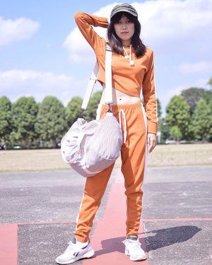 Looking orange and sporty 🍊🏃🏻‍♀️😂 (maafkan wajah cemberutku, panas banget ini ga bohong 😩) - Set of sportwear is from @femmeluxefinery and Maple Duffle Bag is from @exsportbags (as always 😂) . . . . . #exsportbags #exsportlivingmannequin #beoutstanding #creatinggoodness #luxegal #blogger #fashionblogger #bloggerperempuan #bloggerjogja #nikon #nikonindonesia #ootd #ootdmagazine #chictopia #clozette #clozetteid