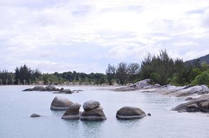 Too many cool spots 🤤 Can't choose 😭😭😭 . . . . . #panorama #beach #photography #bloggerjogja #jogjabloggirls #bloggerperempuan #nikon #nikonindonesia #nikontravel #explorebangka #explorebangkabelitung #bangkabelitung #traveling #indonesia #wonderfulindonesia #beautifulIndonesia #exploreindonesia #enjoybabelisland #clozette #clozetteid